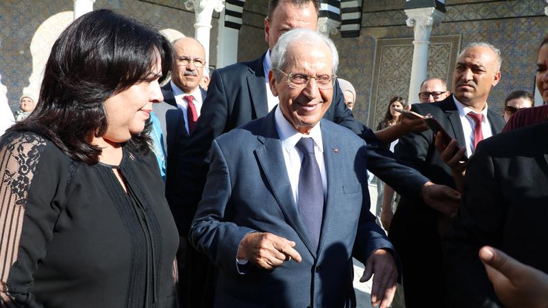 محمد الناصر أدى اليمين الدستورية رئيساً مؤقتاً لتونس. إي.بي.إيه