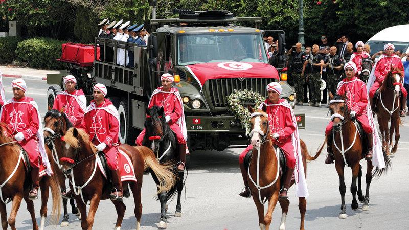 الجنازة الرسمية للسبسي انطلقت من القصر الرئاسي في قرطاج. رويترز