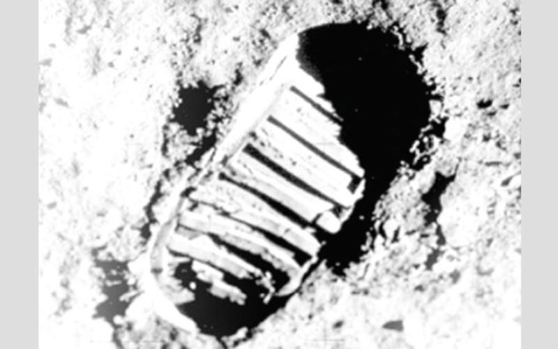 الصورة: إنفوغرافيك.. 50 عاماً على أول قدم بشرية تطأ سطح القمر