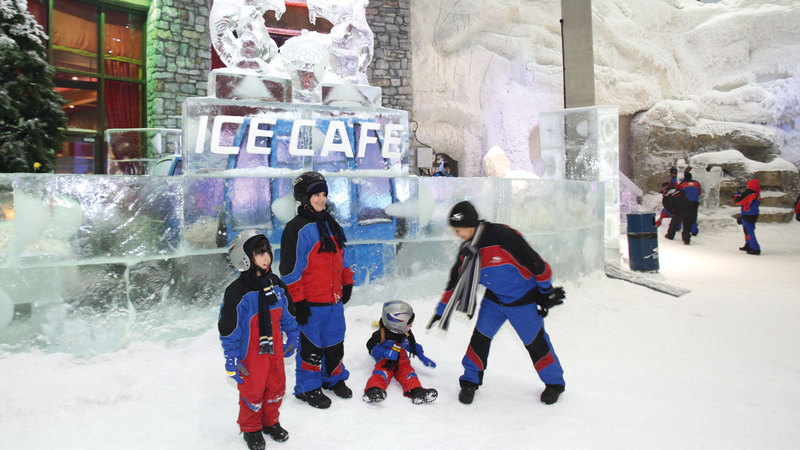 «سكي دبي» يوفر منحدراً للتزلج في «مول الإمارات».