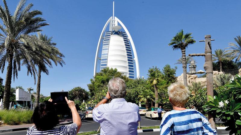 «برج العرب» أيقونة للفخامة العالمية بإطلالته ووسائل الرفاهية.