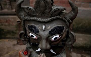 الصورة: بالصور.. إحراق «دمية الشيطان» في نيبال