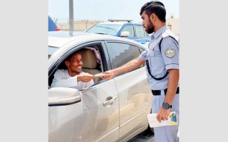 الصورة: شرطة الشارقة تنفذ حملة توعية  عبر منفذ خطم الملاحة في كلباء