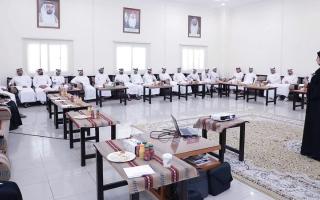 الصورة: محاضرات لتوعية الموظفين بأهمية العمل التطوعي