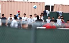 الصورة: 900 طفل من المهاجرين فصلوا عن آبائهم منذ عام في أميركا