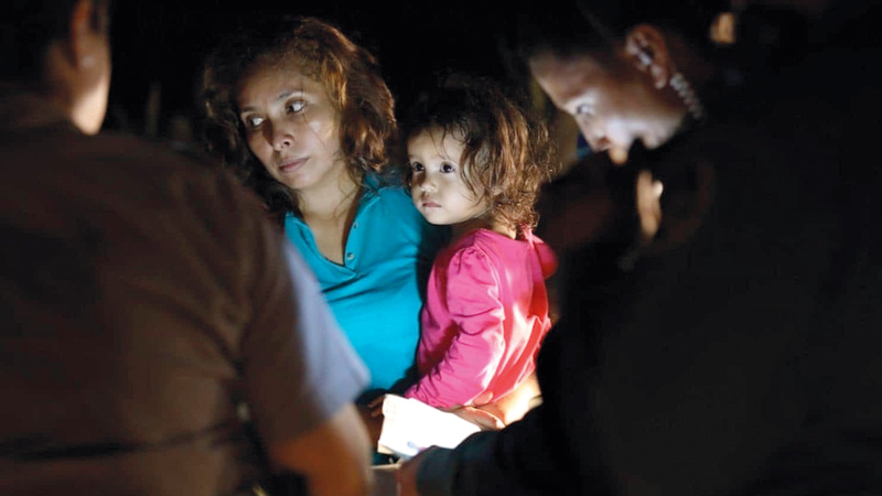 أطفال المهاجرين يشعرون بالذعر ويعانون مشكلات نفسية جرّاء ما يتعرضون له.  أرشيفية