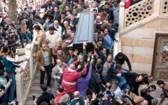 الصورة: «الصحافة».. شخص غير مرغوب فيه بالجنازات المصرية