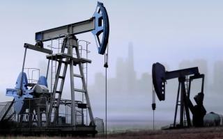 الصورة: النفط يتعافى بعد هبوطه بسبب الرسوم الأميركية