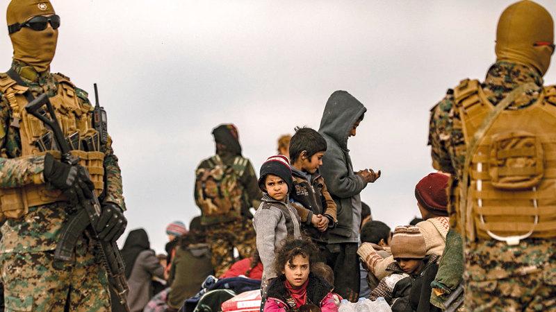 قوات سورية الديمقراطية تعمل على حراسة مخيمات اللاجئين السوريين. أ.ف.ب
