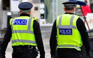 الصورة: السجن  لبريطاني بصق في وجه الشرطة مدعيا إصابته بكورونا