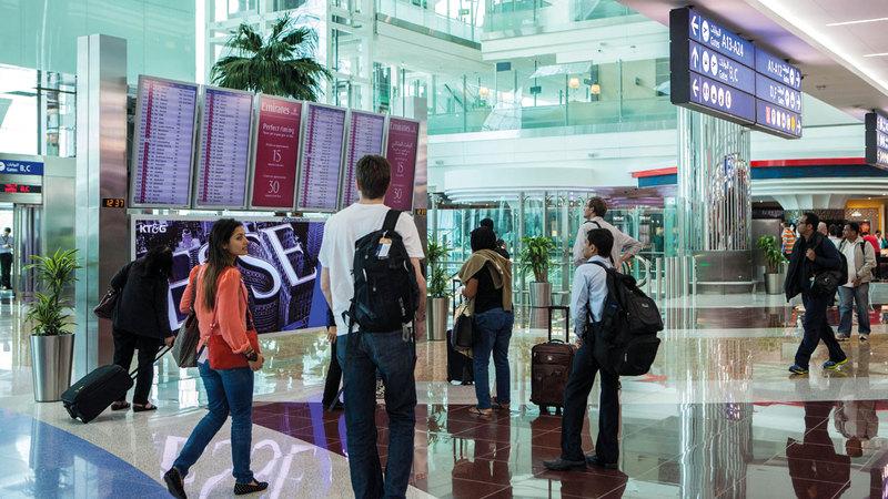 يمكن تسجيل الوصول عبر الإنترنت لرحلات «طيران الإمارات». تصوير: أحمد عرديتي
