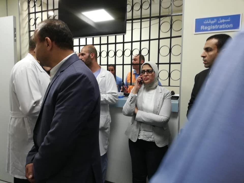 وزيرة الصحة المصرية تتابع حالات الضحايا في أحد المستشفيات