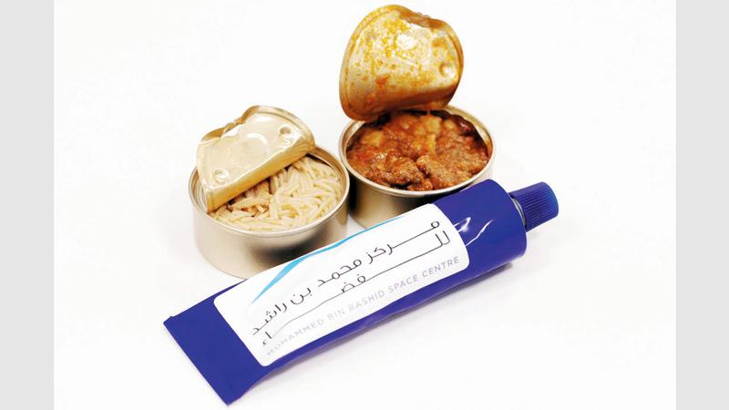 أكلات الفضاء تكون على شكل معجون في أنابيب ويتم تناولها مباشرة، أو على شكل معلبات. من المصدر 