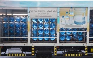 الصورة: إلزام مصانع مياه الشرب في دبي بفحص العبوات كل شهرين