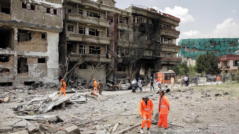 منظر للمباني المهدمة نتيجة تفجير ليلة الأحد الماضي في كابول. يو.بي.آي