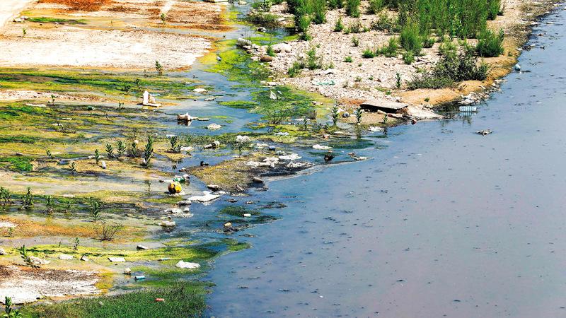 مياه المجاري حلّت مكان مياه نهر بيروت الذي أصابه الجفاف.