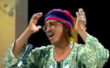 الصورة: فنان سوداني مشهور يستعيد صوته المفقود بأغنية «مدنيااااو»