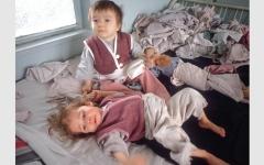 الصورة: ديكتاتور رومانيا السابق تسبّب في مأســــاة إنسانية ضحاياها الصغار
