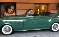 الصورة: بيع سيارة رولزرويس للممثلة إليزابيث تايلور بـ 520 ألف دولار