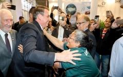 الصورة: الرئيس البرازيلي يرغب في سحق المجرمين «مثل الصراصير»