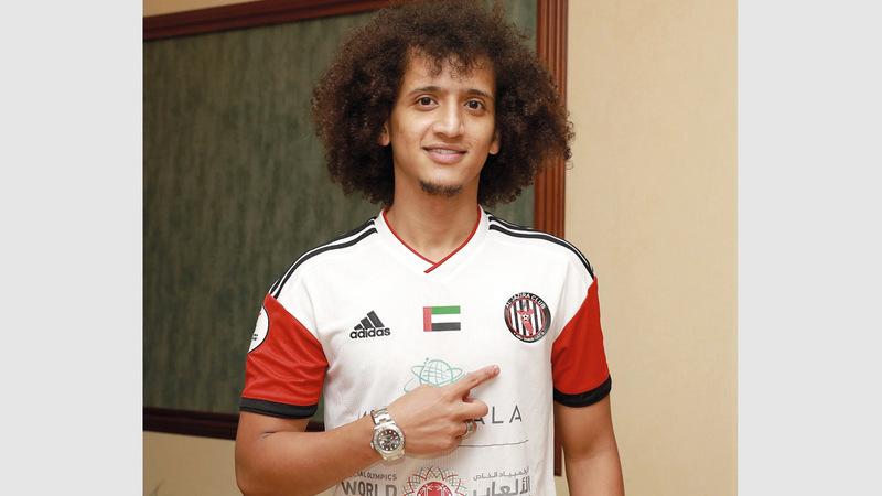 عمر عبدالرحمن «عموري» يرتدي قميص الجزيرة. من المصدر