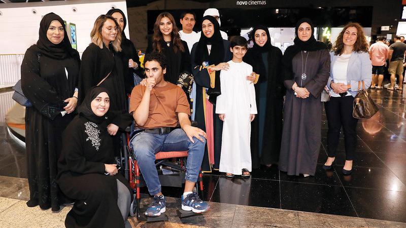 فاجأت وزيرة تنمية المجتمع حصة بنت عيسى بوحميد، الطفل زايد، بحضورها إلى السينما استجابة للوسم، لمتابعة العرض معه إلى جانب مجموعة من مناصري حقوق أصحاب الهمم في الدولة. الإمارات اليوم
