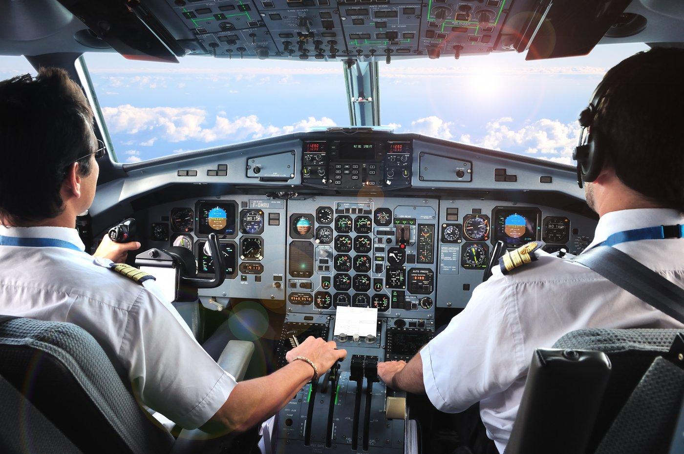 كم يتقاضى الطيارون شهريا اقتصاد عربي ودولي الإمارات اليوم