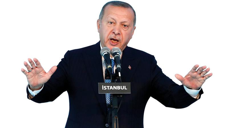 حزب أردوغان في تركيا يواجه حالة صعبة بعد خسارته مدناً رئيسة في الانتخابات البلدية الأخيرة.  رويترز