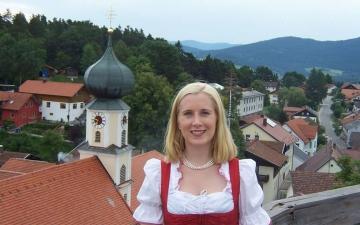 الصورة: «أنا عزباء»..هكذا تبحث عمدة ألمانية عن طبيب لبلدتها!