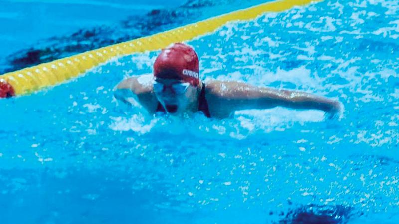 ليلى الخطيب تتمتع بمواصفات عالمية في السباحة. من المصدر