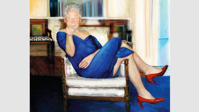 اللوحة ويبدو فيها الرئيس كلينتون في المكتب البيضاوي وهو يرتدي ثوب مونيكا.  من المصدر
