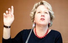 الصورة: وزيرة ألمانية تدعو إلى شرب مياه الصنبور حفاظاً على البيئة