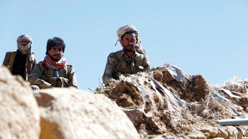 قوات من الشرعية اليمنية تتموقع في إحدى المناطق بجبهة نهم القريبة من صنعاء.  رويترز