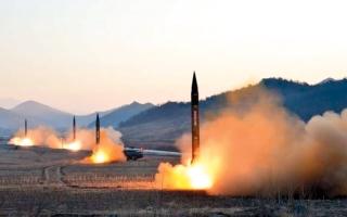 الصورة: كوريا الشمالية تطلق صاروخين.. وترفض محادثات جديدة مع «الجنوبية»