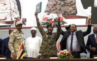 «فرح السودان».. المجلس العسكري و«قوى الحرية والتغيير» يوقعان على وثائق المرحلة الانتقالية