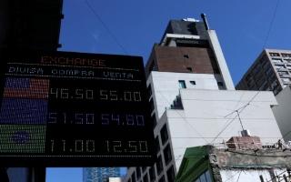 الصورة: أزمة اقتصادية تطيح بوزير الخزانة الأرجنتيني