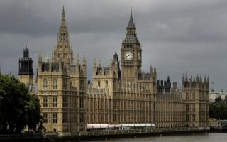 """الصورة: وثائق: بريطانيا ستواجه نقصا في الوقود والغذاء والدواء إذا خرجت من """"الاتحاد الأوروبي"""" دون اتفاق"""