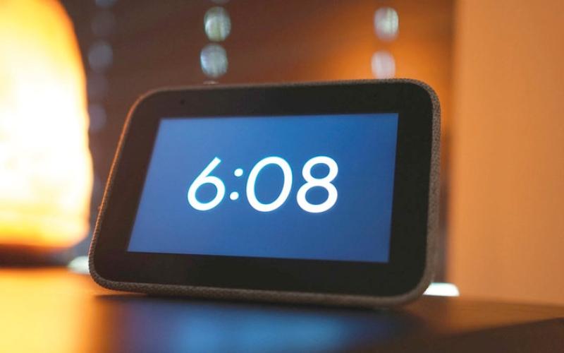 الصورة: Smart Clock.. منبّه ذكي يشغل المحطات الإذاعية