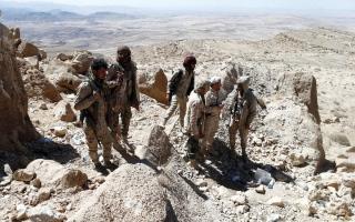 الصورة: القوات اليمنية مسنودة بالتحالف تقتحم  معقل الحوثي في مران صعدة