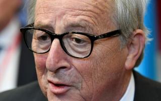 """الصورة: """"المرارة"""" تبعد رئيس المفوضية الأوروبية عن قمة مجموعة السبع"""
