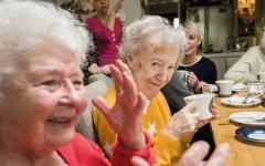 الصورة: مناهضة كبار السن ظاهرة تثير القلق في بريطانيا