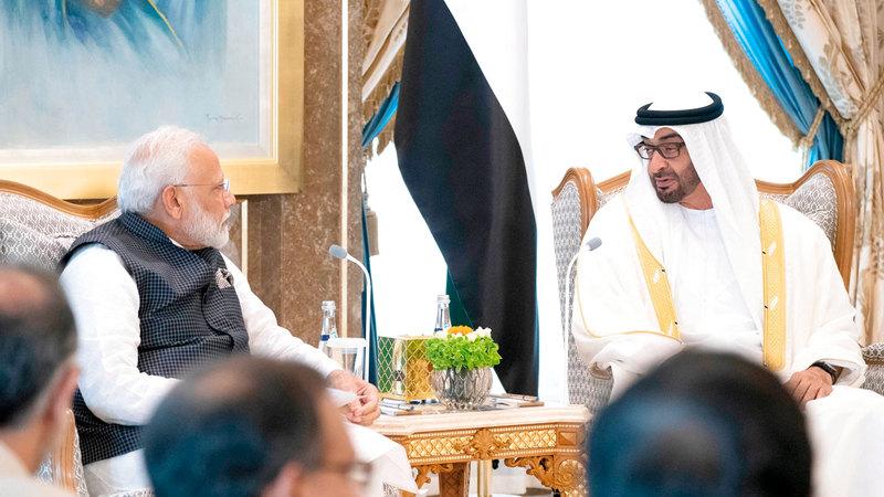 محمد بن زايد خلال جلسة مباحثات رسمية مع ناريندرا مودي بقصر الوطن. وام