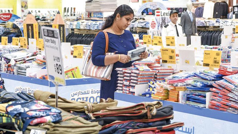 محال ومنافذ طرحت فترات ضمان على أنواع وعلامات تجارية كثيرة من الحقائب. تصوير: أشوك فيرما