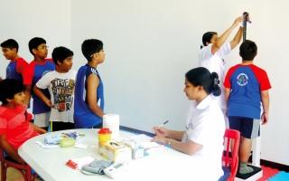 الصورة: إلزام المدارس الخاصة في أبوظبي بقبول الطلبة المصابين بأمراض مزمنة