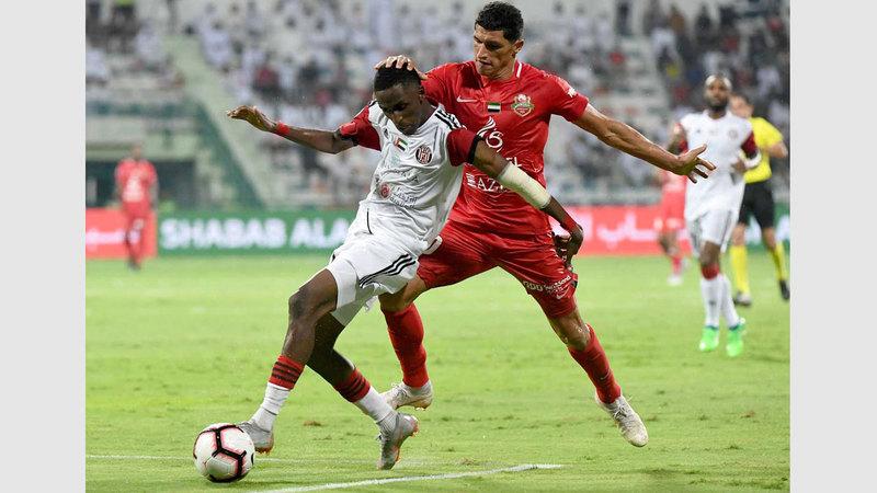الجزيرة فاز على شباب الأهلي في مسابقة الكأس مرة واحدة بالمسمّى القديم «كأس اتصالات». تصوير: أسامة أبوغانم