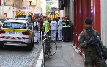 الصورة: قتيل بطعنة سكين وسيخ للشوي في ليون الفرنسية