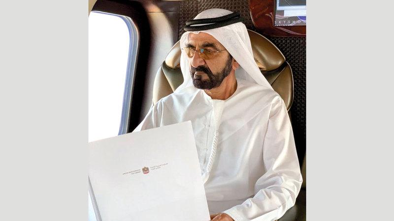 محمد بن راشد في الطريق لجلسة مجلس الوزراء بأبوظبي. من المصدر
