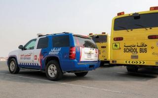 الصورة: «إسعاف دبي» توزع حقائب وقرطاسية على أبناء موظفيها