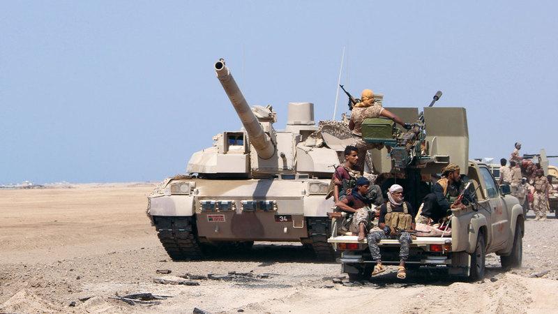 قوات من الشرعية اليمنية في إحدى المناطق بالمخاء.  رويترز