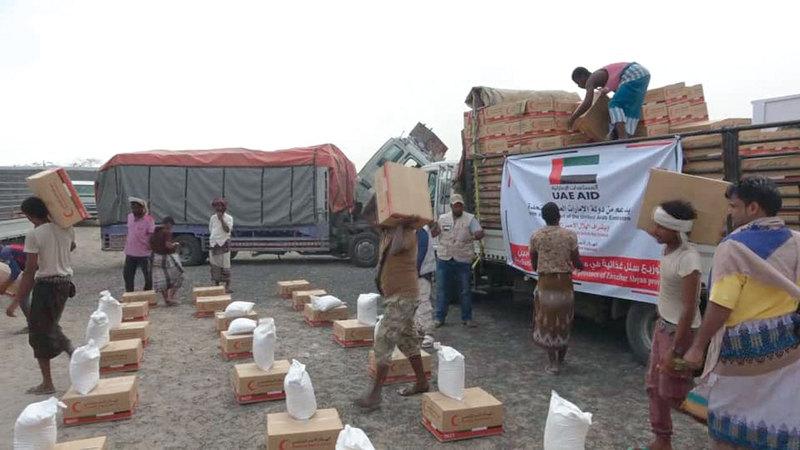 مساعدات الإمارات شملت 1000 سلة غذائية تم توزيعها على سكان مدينة زنجبار وأحيائها.  وام
